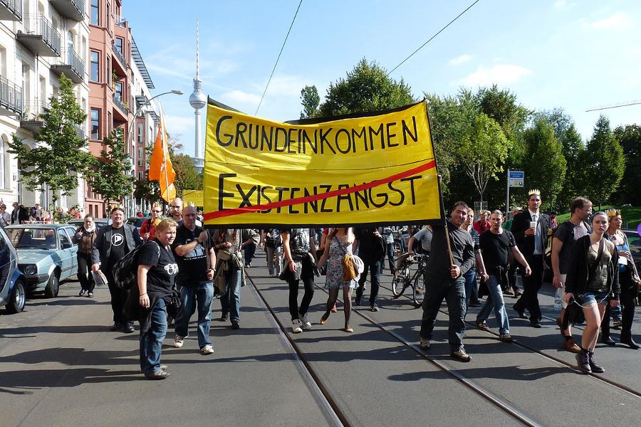 Pro-BTD demonstracije u Berlinu tjedan dana prije općih izbora 14. rujna 2013. godine  (Izvor:  stanjourdan / Flickr, preuzeto po  Attribution-NonCommercial-NoDerivs 2.0 Generic licenci)