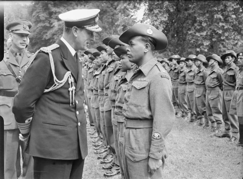 Lord Mountbatten u inspekciji kontingenta malajskih trupa, Kensington Gardens, London, 1946. godine (Izvor: Wikipedia.org)