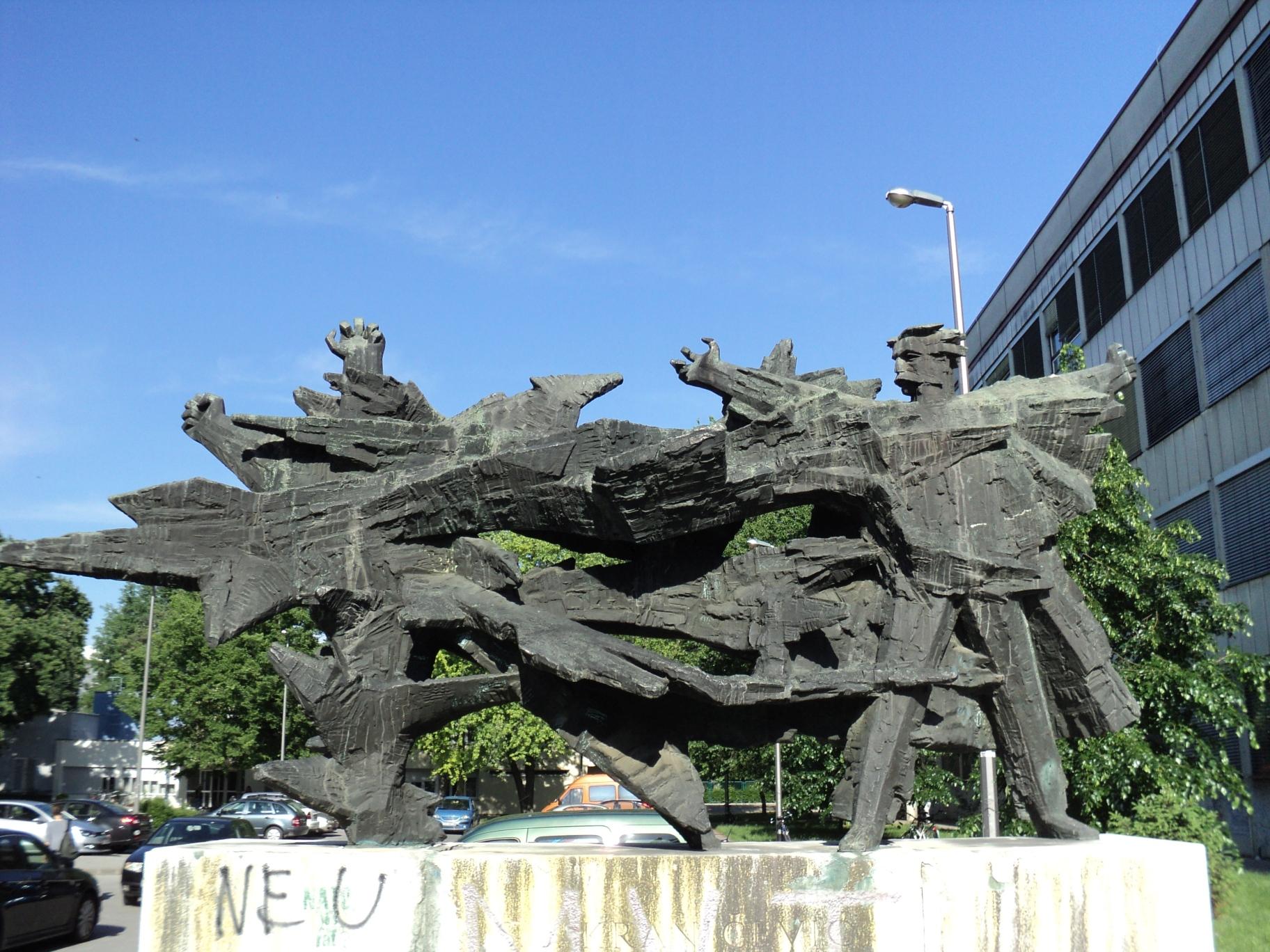 Spomenik Silviju Strahimiru Kranjčeviću pred Filozofskim fakultetom u Zagrebu (Izvor: commons.wikimedia.org)