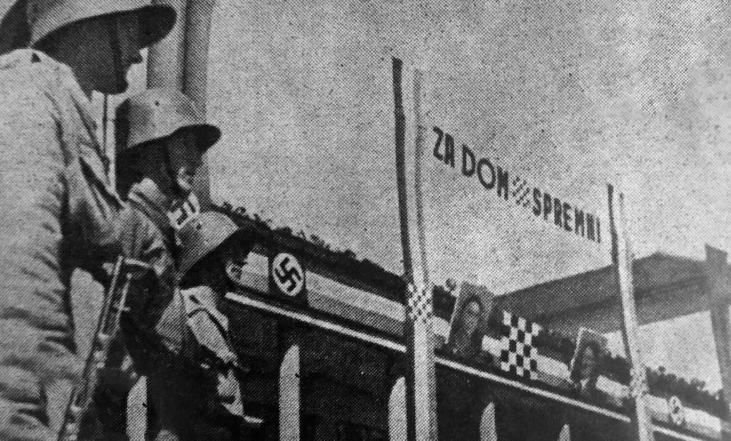 Parada u NDH s istaknutim obilježjima ustaške države i Trećeg Reicha (arhiv Nacionalne i sveučilišne knjižnice u Zagrebu / foto: BČ).