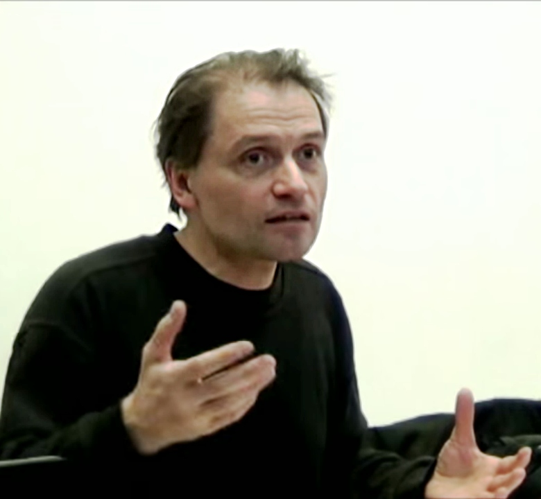 "Michael Heinrich 2014. godine u Zagrebu drži <a href=""https://www.youtube.com/watch?v=xoHDL0nHimU"" target=""_blank"">predavanje</a> pod nazivom ""The bourgeois state: class domination on the basis of freedom and equality"" (izvor: <a href=""https://commons.wikimedia.org/wiki/File:Michael_Heinrich_2014_in_Zagreb.jpg"" target=""_blank"">commons.wikimedia.org</a>)."