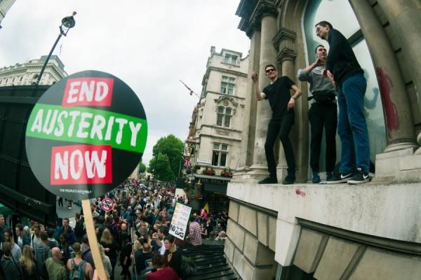 Prosvjed protiv politika štednje u Londonu 2015. godine (izvor: David B. Young prema Creative Commons licenci).