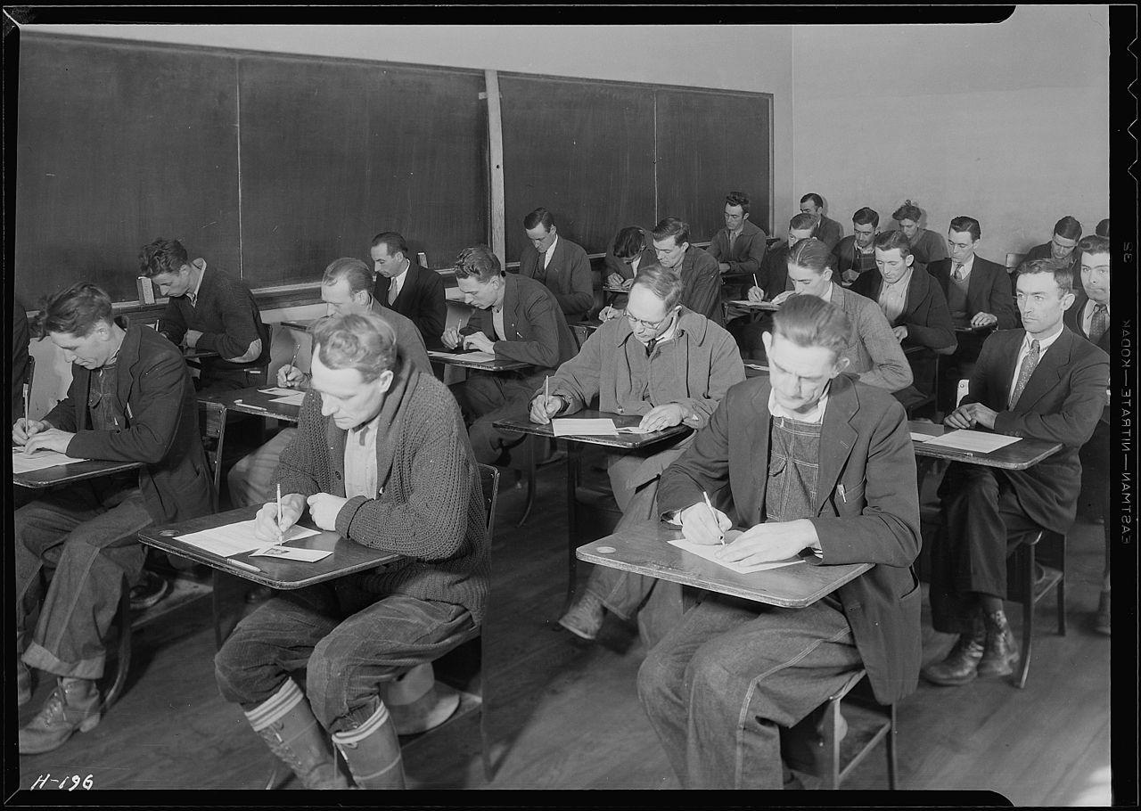KV i NKV radnici prilikom polaganja federalnog ispita u SAD-u 1933. godine (izvor: commons.wikimedia.org).