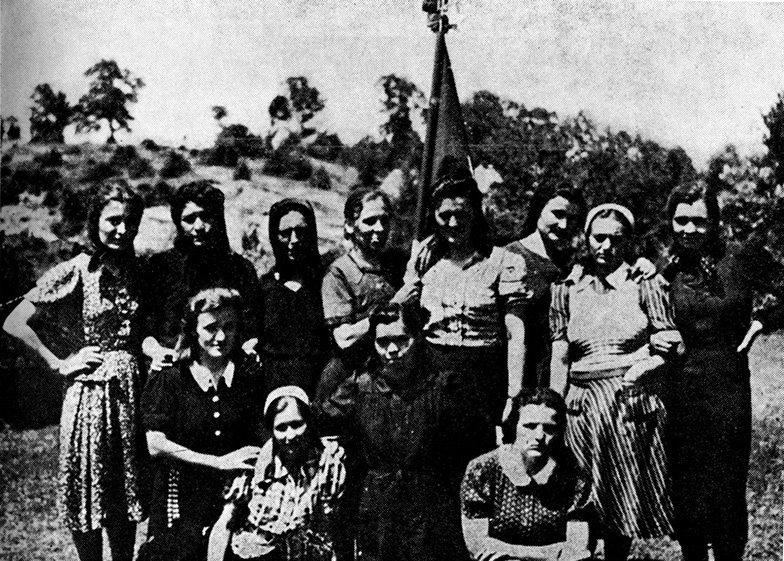 Borkinje Prve ženske partizanske čete utemeljene u Trnovcu (Lika) 1941. godine. Riječ je o prvoj vojnoj formaciji u jugoslavenskoj povijesti u kojoj su cjelokupno ljudstvo činile žene (izvor: znaci.net)