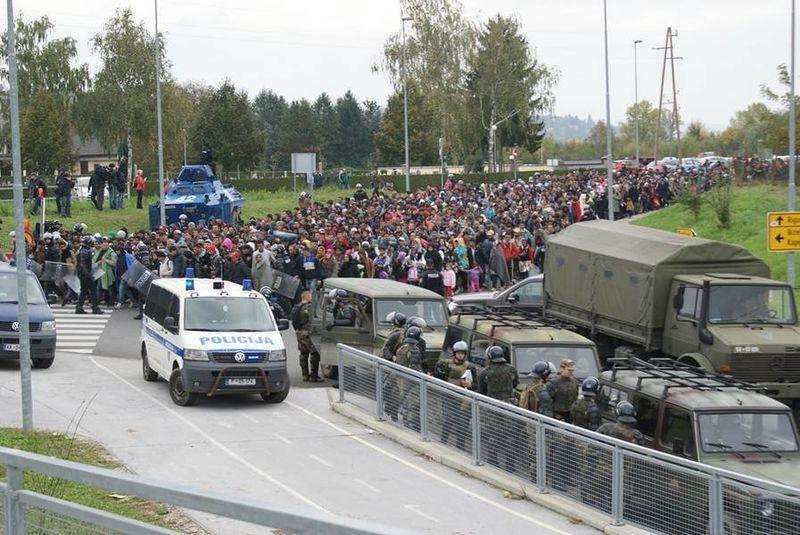 Izbjeglice na hrvatsko-slovenskoj granici, listopad 2015. Izvor: Wikipedia