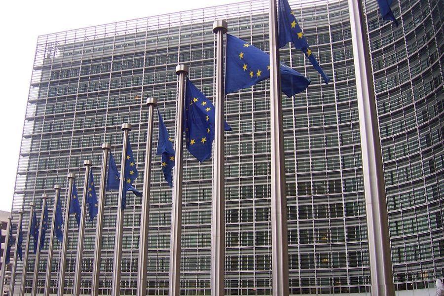 Zastave Europske unije ispred sjedišta Europske komisije (izvor: Amio Cajander prema Creative Commons licenci).