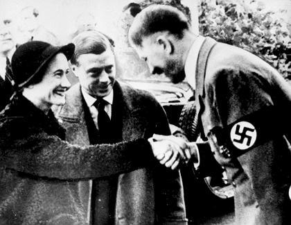 Vojvotkinja i vojvoda od Windsora u posjeti Adolfu Hitleru 23. listopada 1937. godine (izvor: wikipedia.org prema Fair Use licenci).
