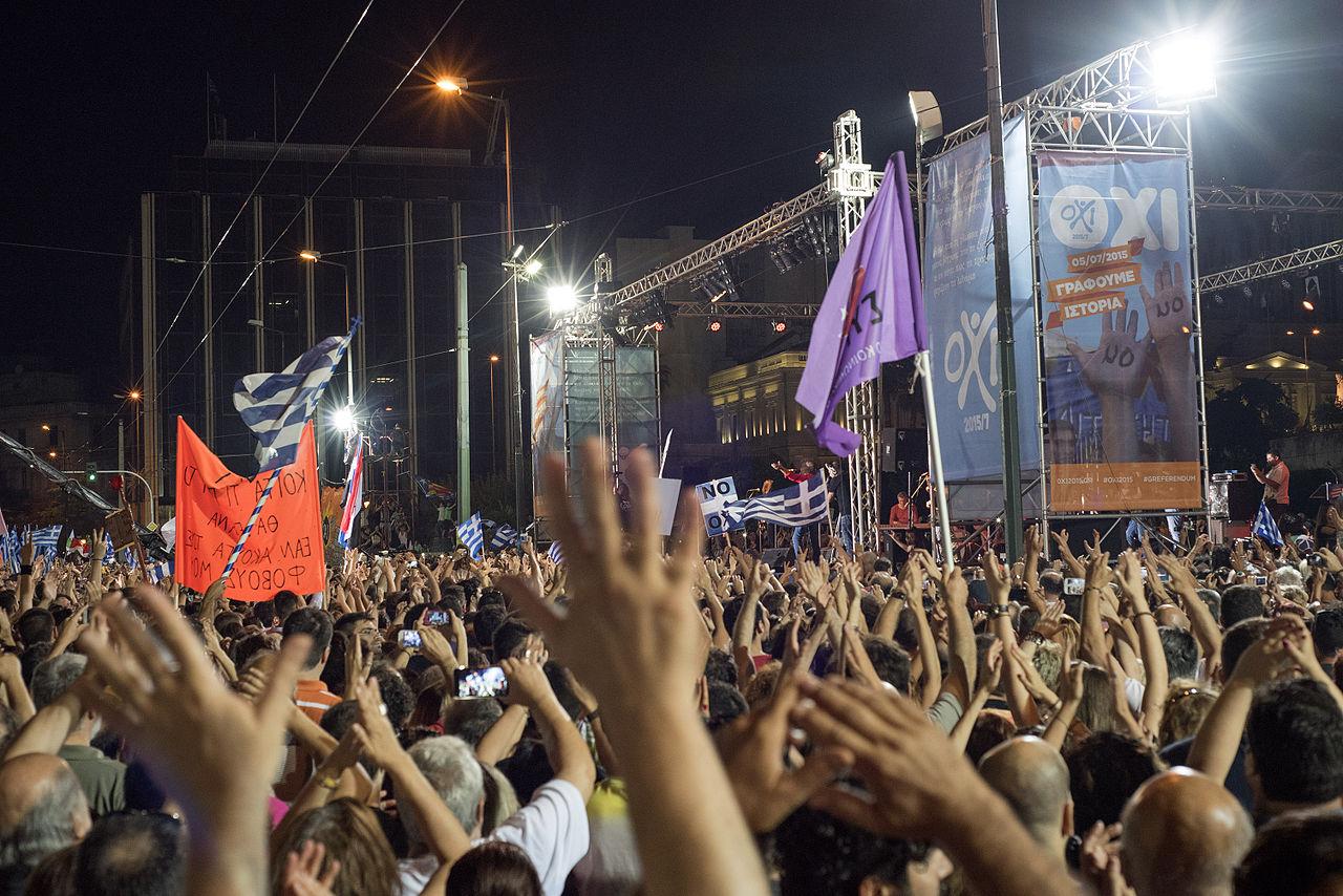 Demonstracije povodom grčkog referenduma o MMF-ovim uvjetima za ekonomski bailout, srpanj 2015. godine (izvor: Ggia prema Creative Commons licenci).