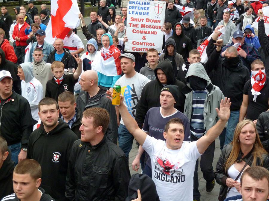 Antimuslimanski prosvjed EDL-a u Newcastleu, 29. svibnja 2010. (izvor: commons.wikimedia.org, prema Creative Commons licenci).