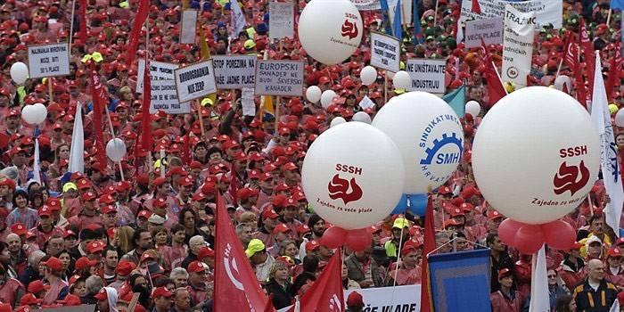 """Prosvjed u organizaciji SSSH pod nazivom """"Zajedno za veće plaće u javnom i privatnom sektoru"""" održan 12. travnja 2008. godine (izvor)."""