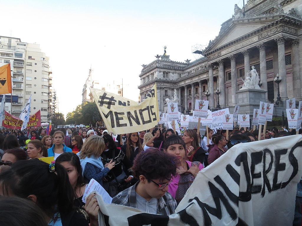 Masovne demonstracije na ulicama Buenos Airesa 2015. godine (izvor: Jaluj prema Creative Commons licenci).