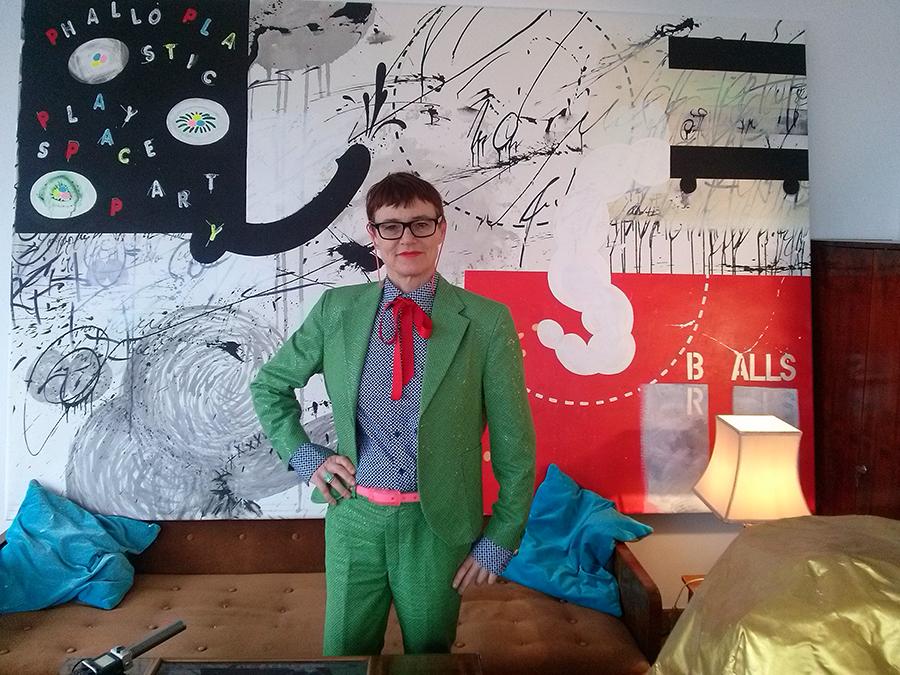 """Radovi Ashley Hans Scheirl, izložbeni prostor stan Softić -  """"Treća epizoda – Janje moje malo (Sve što vidimo moglo bi biti i drugačije"""" - iz serije izložbi koje se temelje na kolekciji Kontakt, posvećeno Mladenu Stilinoviću. (foto: SF)"""