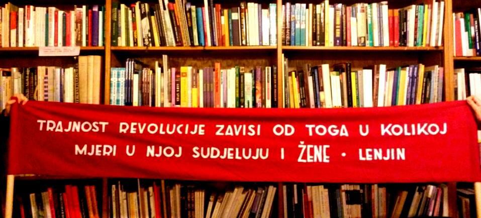 Lenjinov citat na transparentu Ženske fronte za radna i socijalna prava koji je osmislio kustoski kolektiv BLOK (foto: AG).