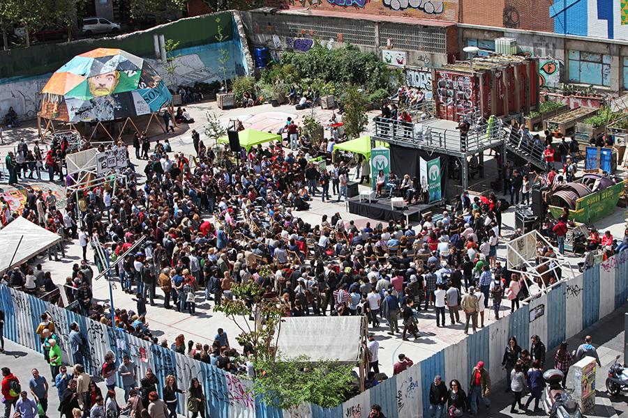 Članovi političke platforme Ahora Madrid u Campo de Cebada, 19. travnja 2014. (izvor: Ahora Madrid @ Flickr prema Creative Commons licenci)