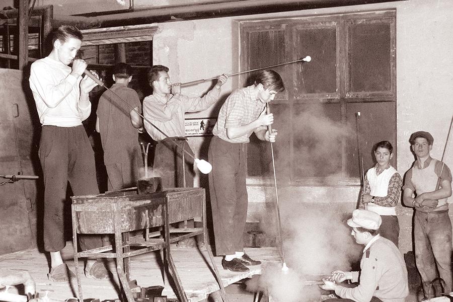 Tvornica staklenih proizvoda, 2. prosinca, 1960., Slovenska Bistrica (izvor: commons.wikimedia.org).