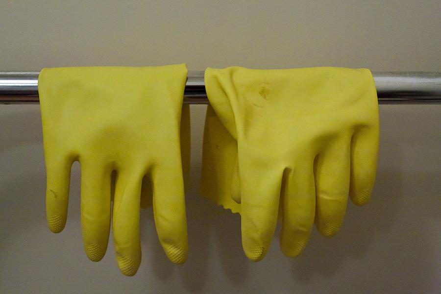 Žute gumene rukavice (izvor: russellstreet @ Flickr, preuzeto i podrezano prema Creative Commons licenci.)