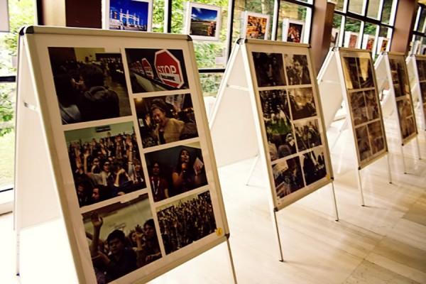 """Fotografska retrospektiva borbe za potpuno javno financirano visoko obrazovanje izložena je u sklopu """"Festivala prvih"""", održanog tijekom studentskog preuzimanja kontrole nad Filozofskim fakultetom u proljeće 2009. godine (foto: MR; izvor)"""