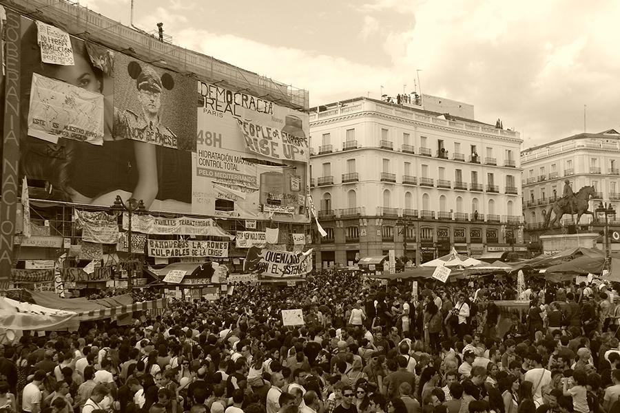 Pokret 15M, Madrid, 21. svibnja 2011. (izvor: Álvaro Herraiz San Martín @ Flickr, preuzeto i podrezano prema Creative Commons licenci)
