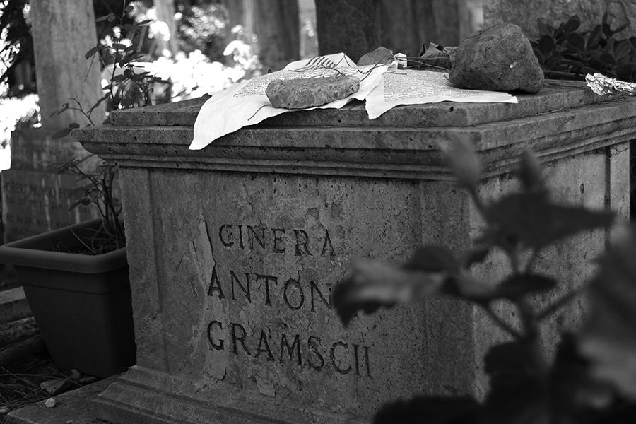 Grob Antonija Gramscija u Rimu (izvor: Sebastian Baryli @ Flickr, preuzeto prema Creative Commons licenci)