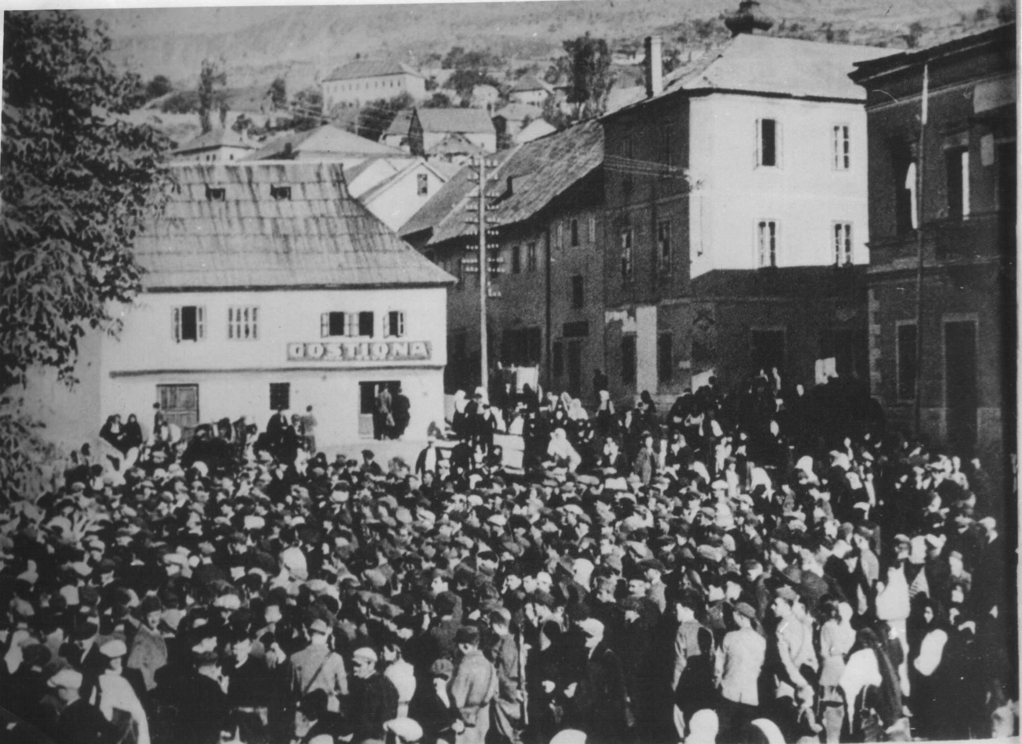 Narodni zbor u oslobođenom Livnu, august 1942. godine (izvor).