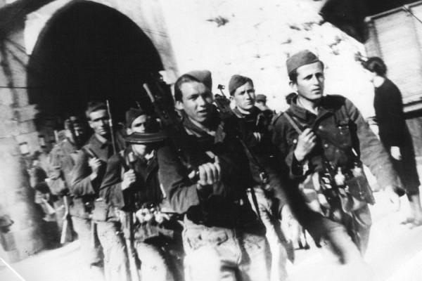 Hercegovački i dalmatinski partizani ulaze u Dubrovnik, oktobar 1944. godine (izvor).