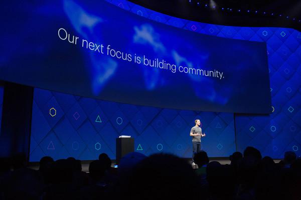 "Mark Zuckerberg drži izlaganje na godišnjoj konferenciji Facebook developera ""F8"", San Jose, 2017. (izvor:  Anthony Quintano  @ Flickr, preuzeto prema Creative Commons licenci)."