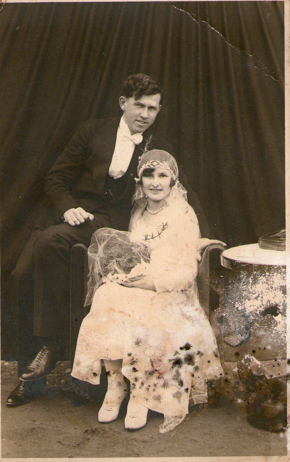 Josip Berta na svojem vjenčanju. Strijeljan po naredbi Rafaela Bobana 5. srpnja 1944. godine na groblju u Đurđevcu. (Izvor: Zbirka Matije Vogrinčića, Kralja Tomislava 11, Đurđevac)